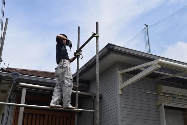 一般的な外壁塗装の費用と塗料の種類別の特徴と費用を紹介